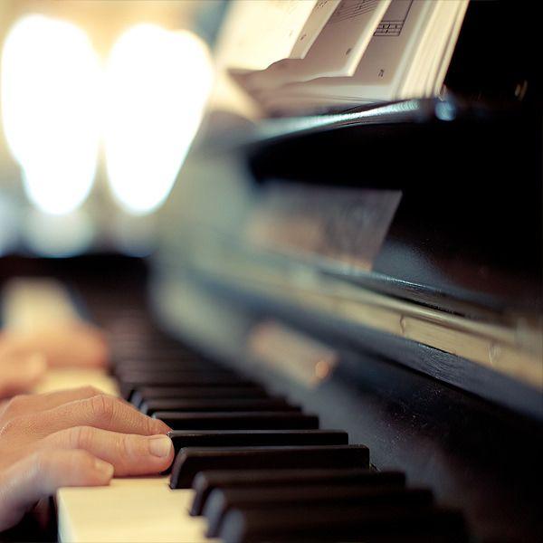 מורה לפסנתר